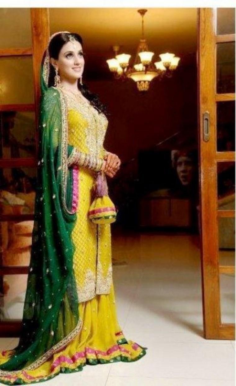 best mehndi-dresses 2021