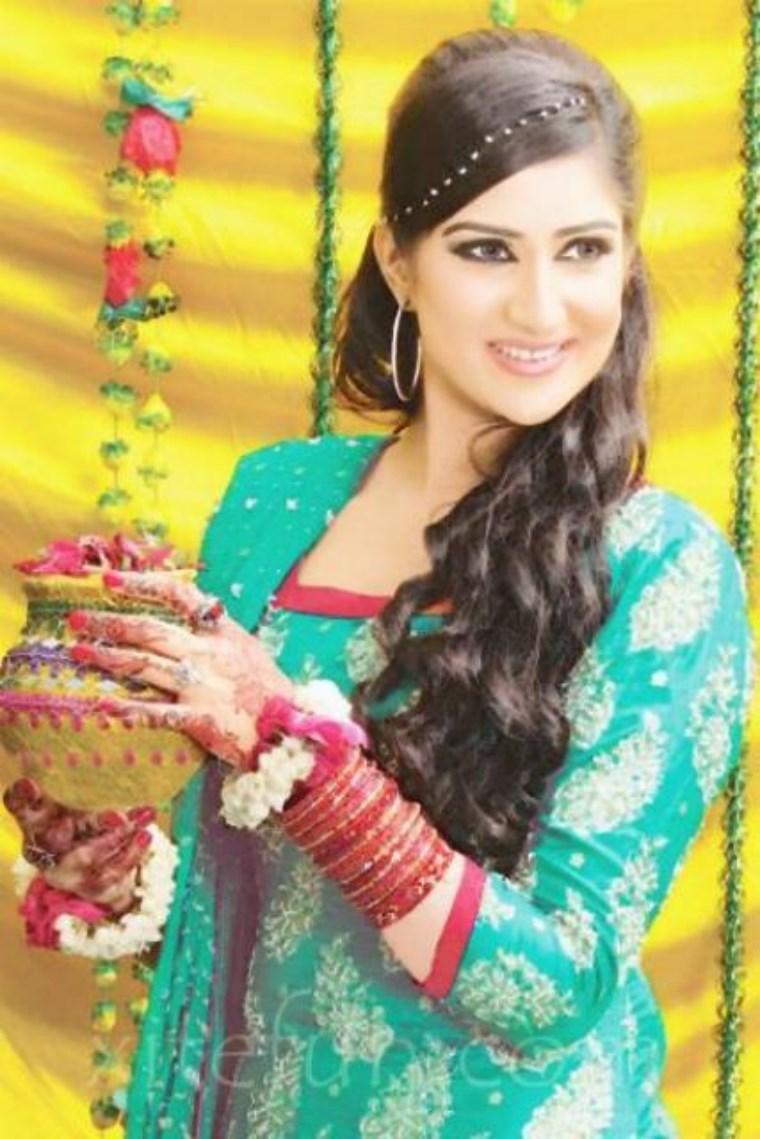 mehndi-dresses-for-brides 2021