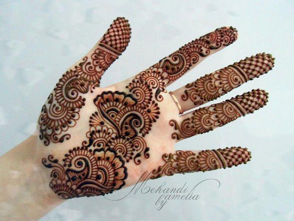 Latest Mehndi Designs 2021 for Young Girls and Women