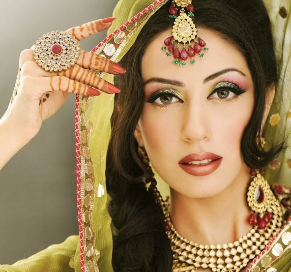 Bridal Mehndi Makeup Pics : Bridal makeup ideas for a style tips