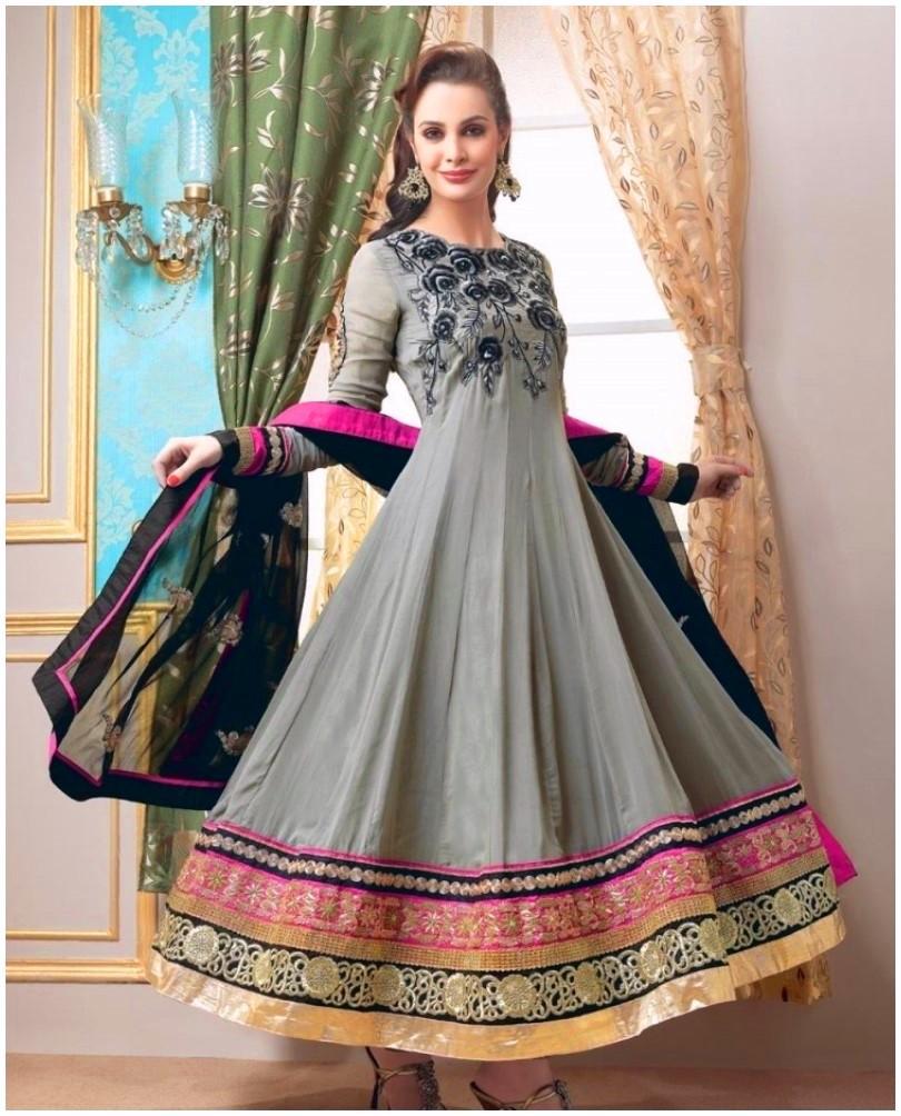 Karishma Kapoor Showing Sewed Dresses 2014 (1)