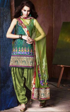 Indian-Salwar-Kameez-in-India.jpg