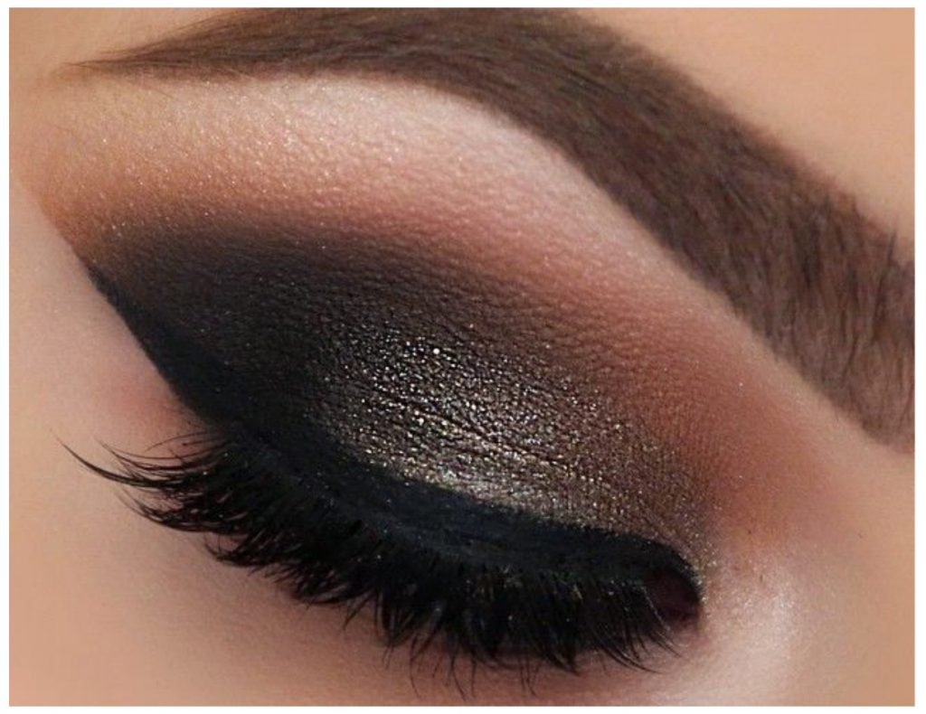 Black Smokey Eye Make Up