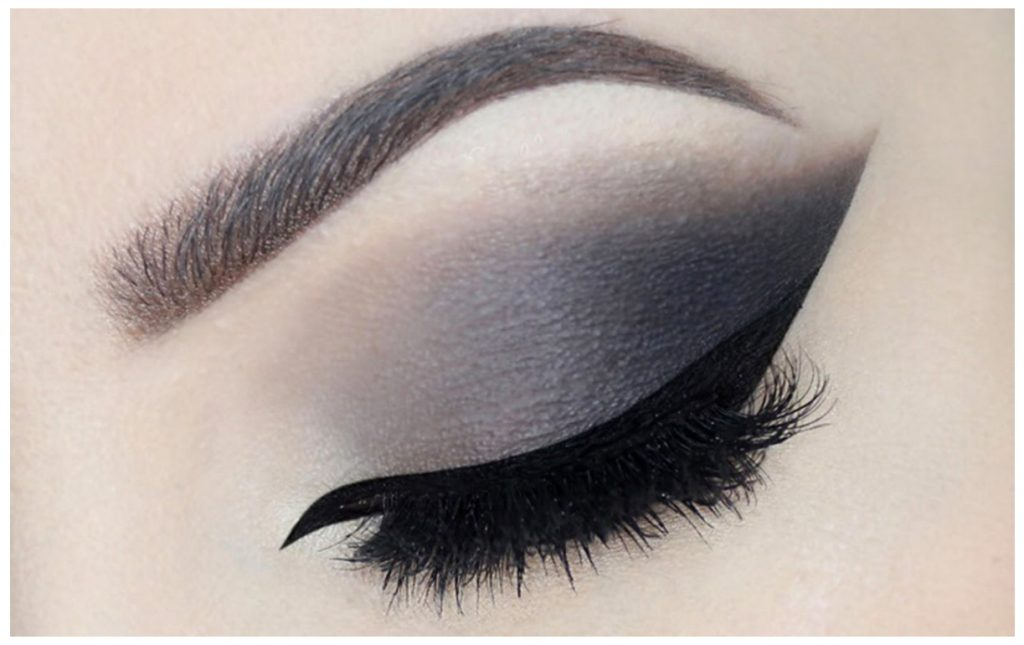 Dramatic Smokey Eyes Makeup