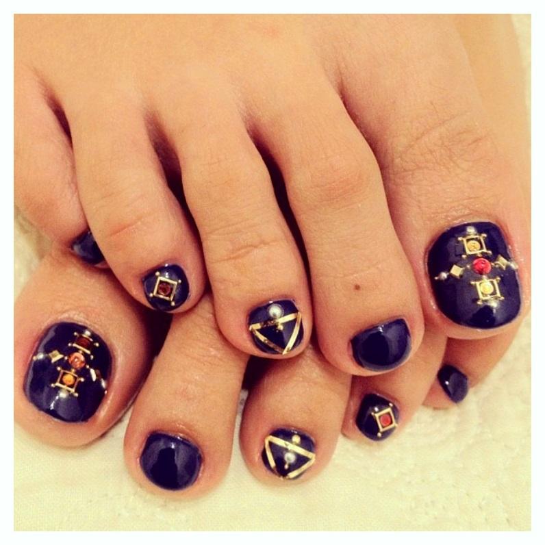 zig Zag & Pink Toe Nail Designs