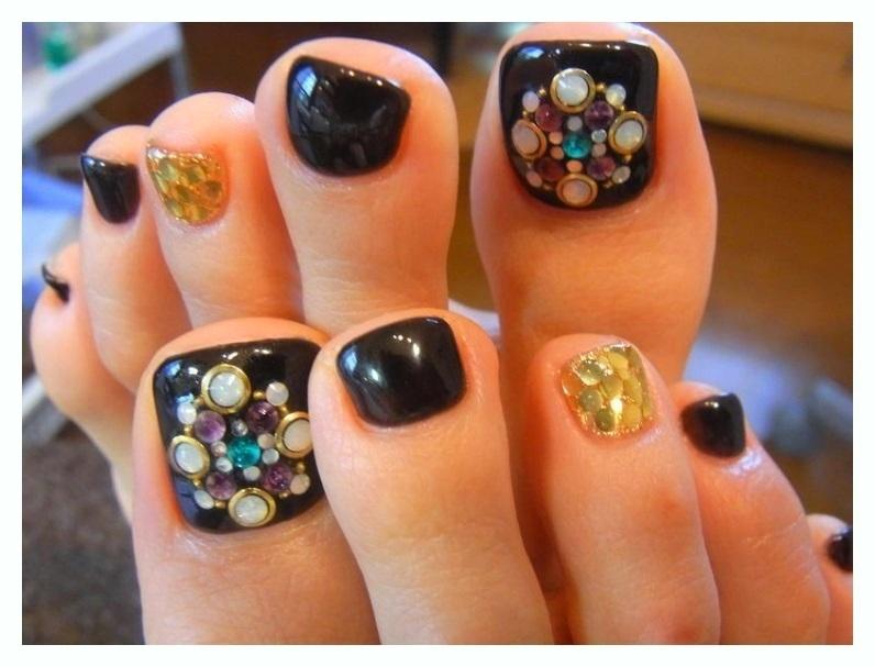 New Rhinestone Toe Nail Designs