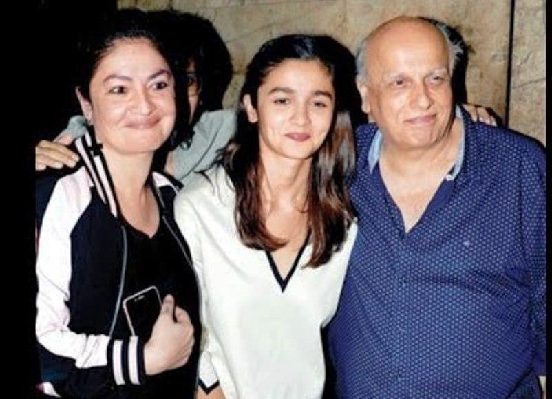 Download Alia Bhatt family photos