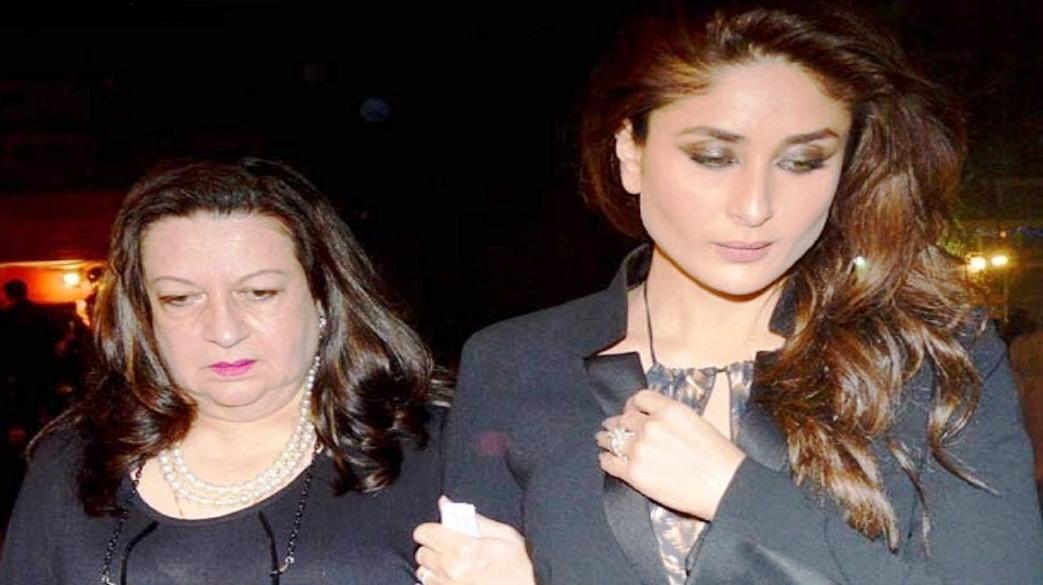 Kareena and Babita Kapoor, along with family