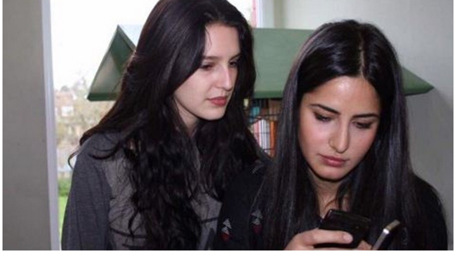 hot Katrina Kaif with sister in Chatting romantic mode