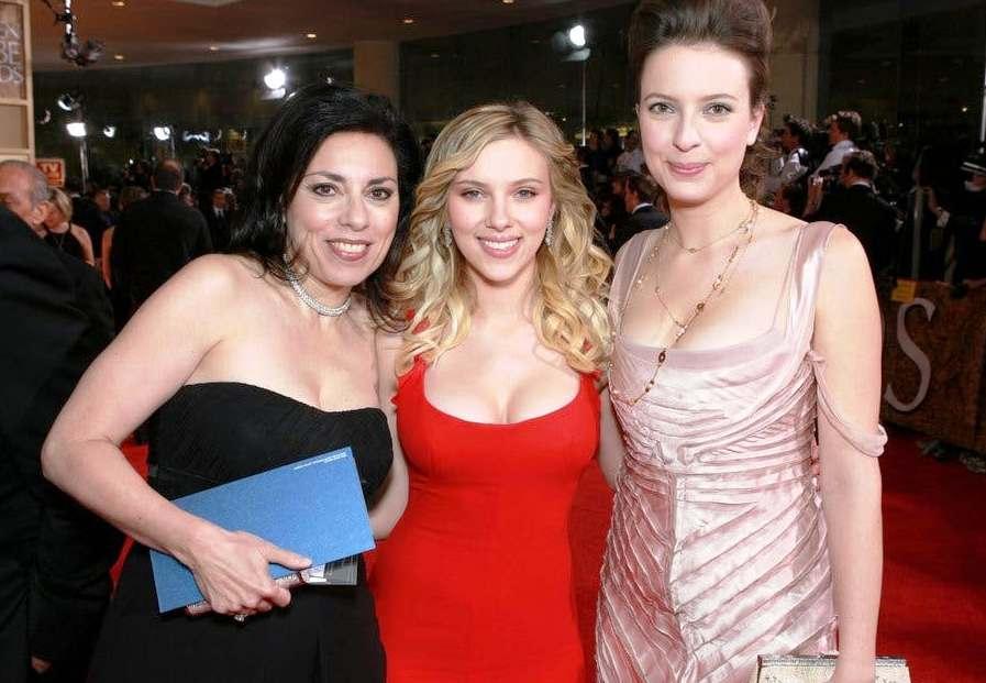 Scarlett Johansson and sister Vanessa hot photos