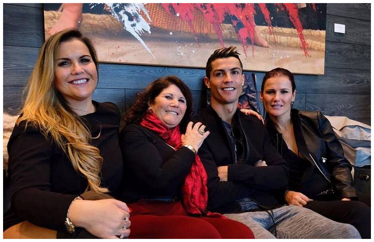 Cristiano Ronaldo whole family photos