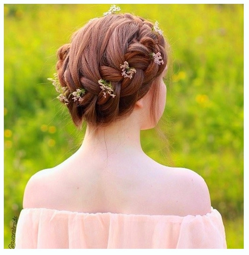 Get Cute Floral Crown Hairstyle for girls